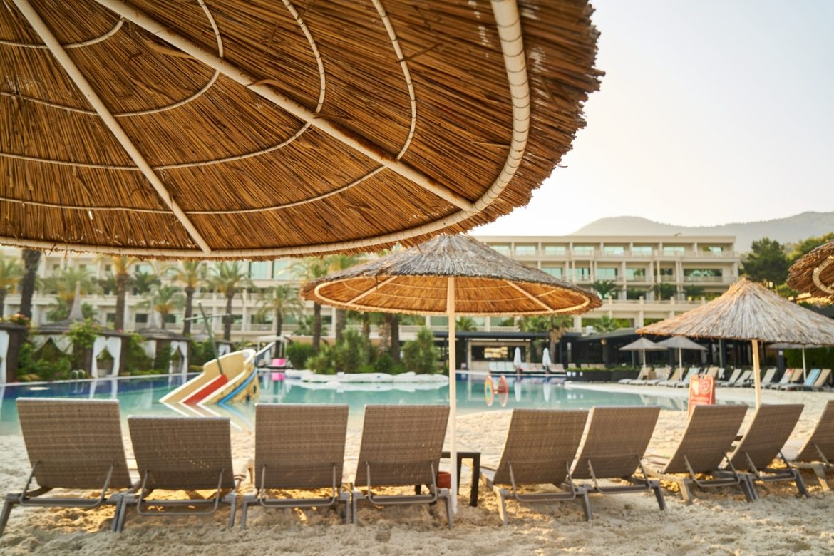 Best Hotels In Dubai To Stay On A Budget Living Gossip