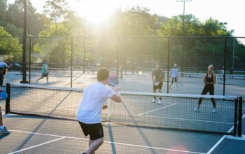 Choosing an ideal PickleballPaddle: What you need to know