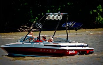 Maxum ski boats