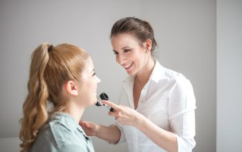 4 Reasons to See a Cosmetic Dermatologist